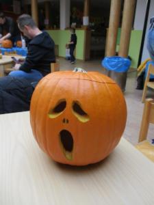 Vater-Kind-Aktion vor Halloween im Mikado